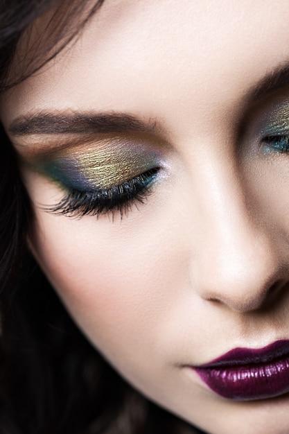 Closeup de maquiagem de olho colorido. Foto Premium
