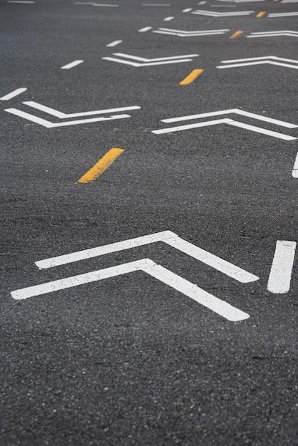 Closeup de sinalização de estrada de bicicleta Foto gratuita
