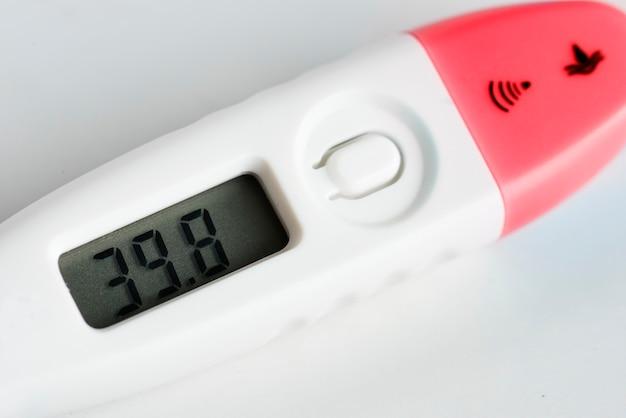 Closeup, de, termômetro digital Foto gratuita
