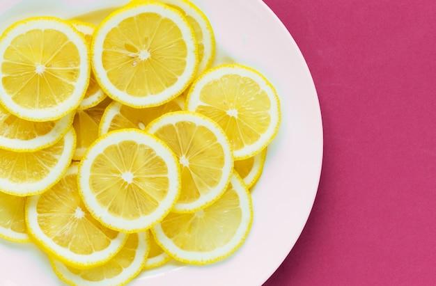 Closeup, de, um, prato, limão fatiado, textured, fundo Foto gratuita