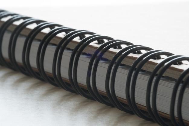 Closeup extrema de um bloco de notas closeup caderno espiral Foto Premium