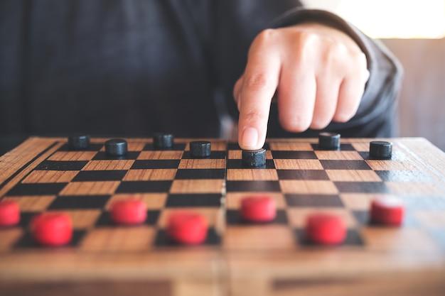 Resultado de imagem para idosos jogandando tabuleiro