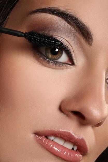 Closeup imagem do olho de mulher Foto gratuita
