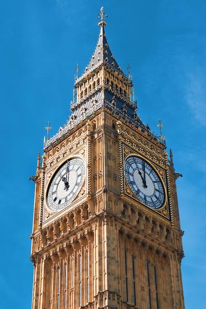 Closeup na torre do relógio big ben em londres, reino unido Foto Premium