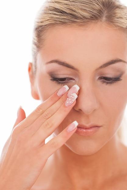 Closeup retrato de mulher com maquiagem do dia Foto gratuita