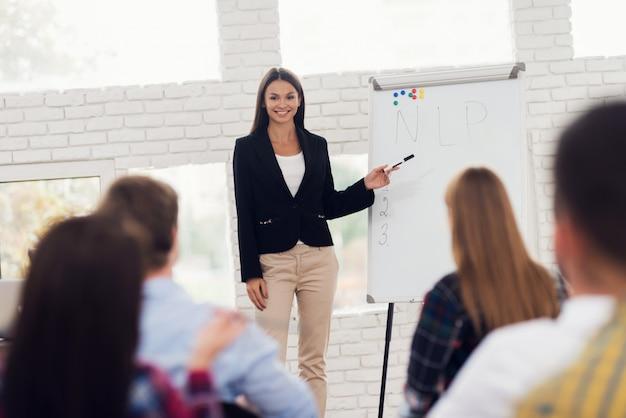 Coacher de jovem é a realização de seminário. Foto Premium