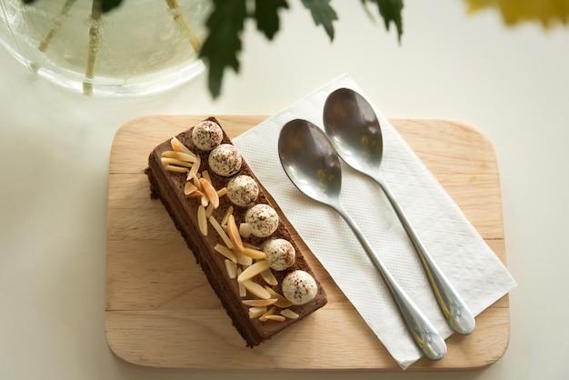 Cobertura de bolo de chocolate com amêndoa Foto Premium