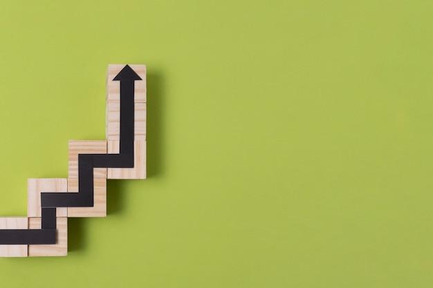 Cobra jogo seta com contorno de madeira e cópia espaço Foto gratuita