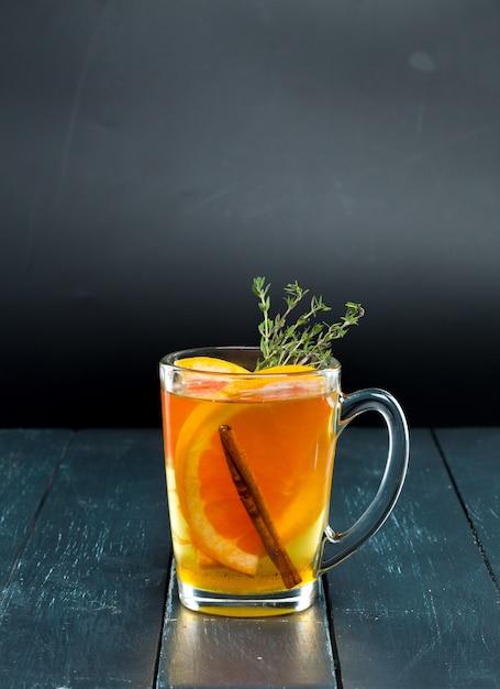 Cocktail em preto Foto Premium