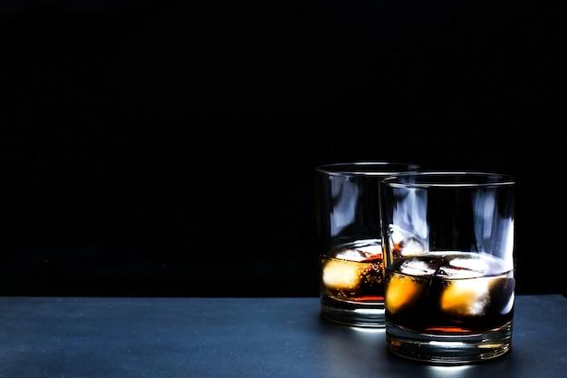 Cocktail whisky-cola Foto gratuita