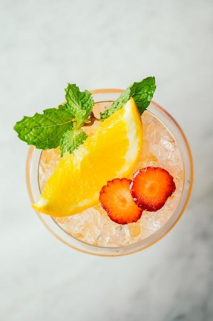 Cocktails de gelo bebem Foto gratuita