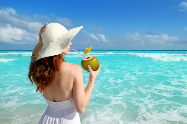 Coco, fresco, coquetel, perfil, praia, mulher, bebendo Foto Premium