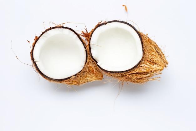 Coco no fundo branco. vista do topo Foto Premium