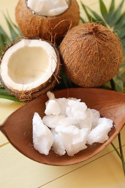 Coco oil.pure conjunto de óleo de coco natural orgânico Foto Premium