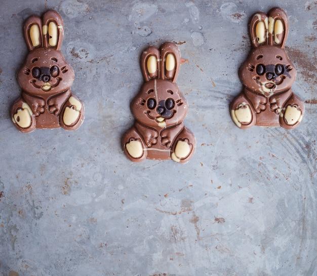 Coelhinhos de chocolate para a páscoa. Foto Premium