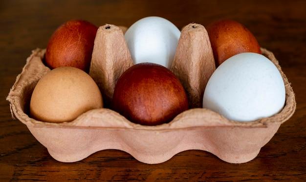 Cofragem de alto ângulo com ovos Foto gratuita