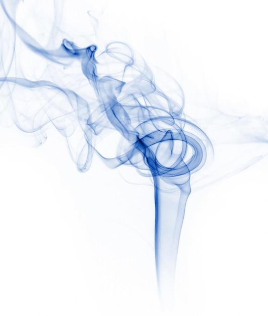 Coleção de fumaça azul no fundo branco Foto gratuita