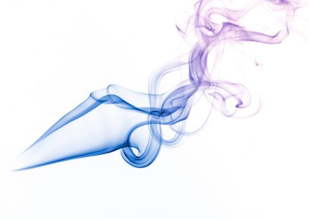 Coleção de fumaça branca em fundo preto Foto gratuita