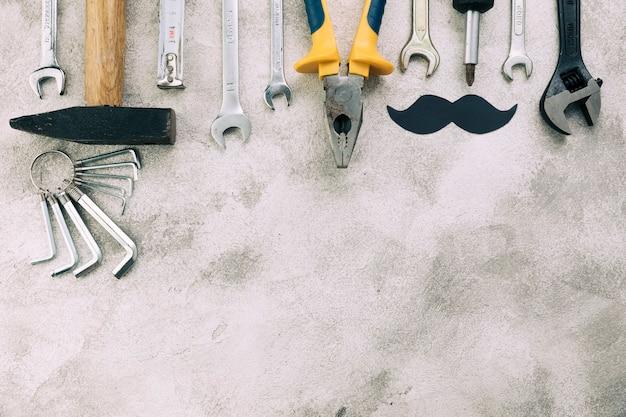 Coleção, de, instrumentos, perto, decorativo, bigode Foto gratuita