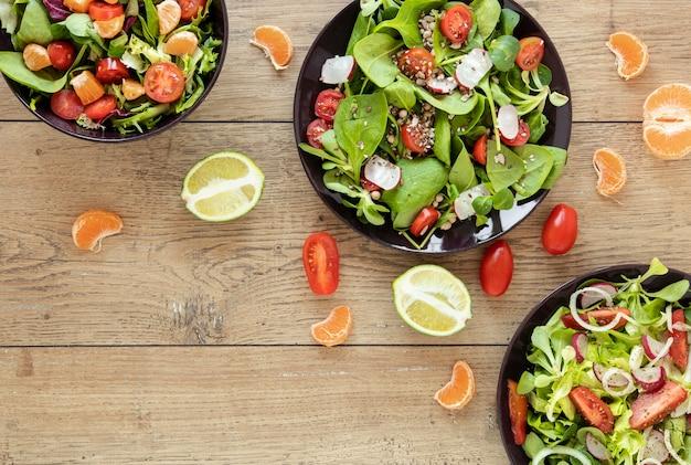 Coleção de pratos com saladas Foto gratuita