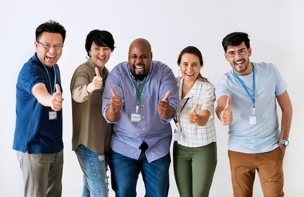 Colegas de trabalho dando grande feedback Foto gratuita