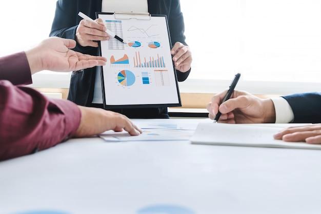 Resultado de imagem para imagem de executivos trabalhando