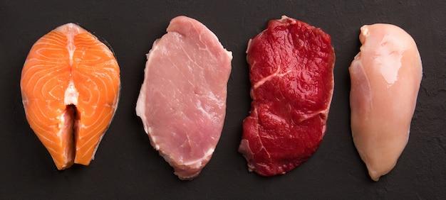 Coleta de carne crua Foto Premium