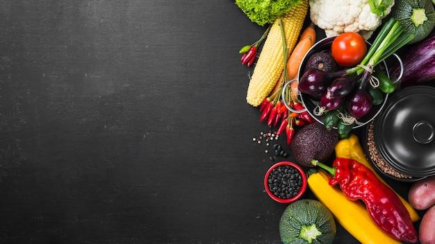 Colheita de macarrão e vegetais Foto gratuita