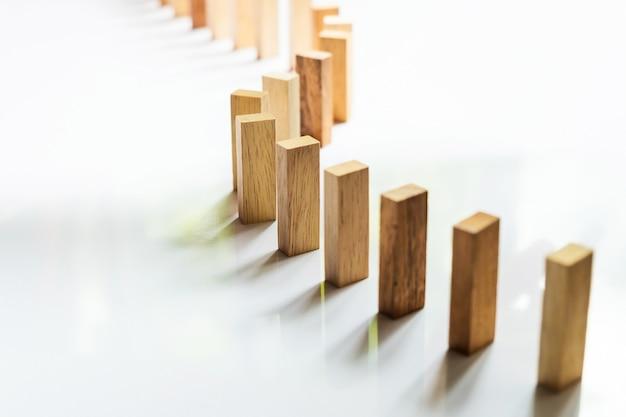 Coloque uma linha de bloco de madeira Foto gratuita