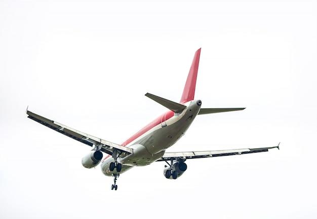 Coloque voando no céu do por do sol Foto gratuita