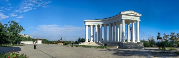 Colunata restaurada em odessa, ucrânia Foto Premium