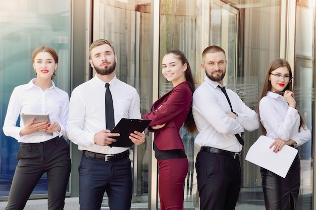 Comando. trabalhadores de escritório jovem Foto Premium