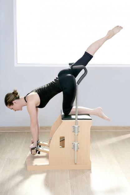 Combo wunda pilates cadeira mulher fitness ioga ginásio Foto Premium