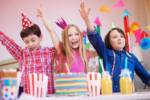 Comece a dançar na festa de aniversário Foto gratuita