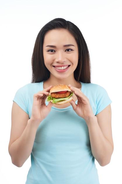Comer comida gordurosa Foto gratuita
