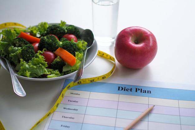 Comer para uma boa saúde e forma perfeita. Foto Premium