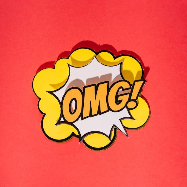 Comic efeitos sonoros omg texto no estilo pop art em fundo vermelho Foto gratuita