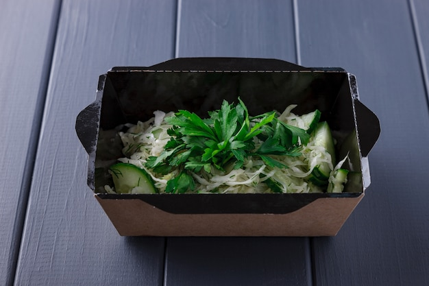 Comida apetitosa em caixas para festas corporativas Foto Premium