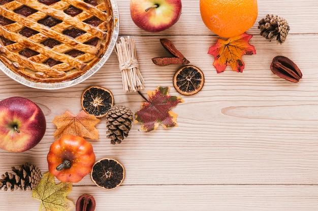 Comida de outono vista superior com espaço de cópia Foto gratuita