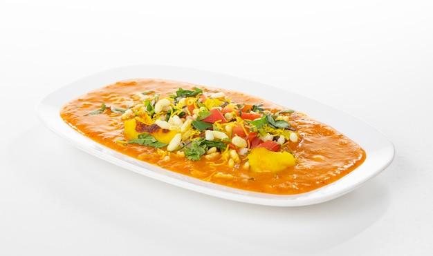 Comida de rua popular indiano ragda pattice Foto Premium