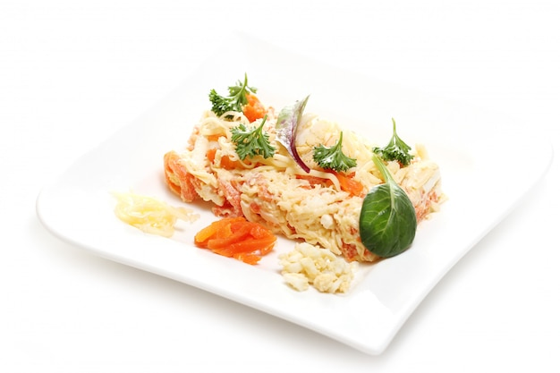 Comida deliciosa em um prato branco Foto gratuita