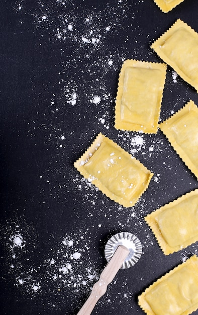 Comida. deliciosa massa artesanal em cima da mesa Foto gratuita