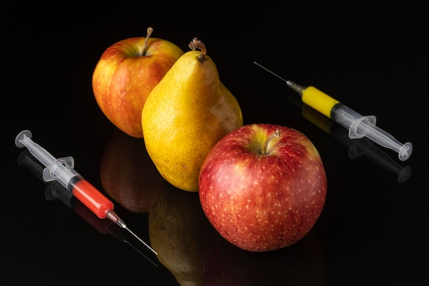 Comida deliciosa modificada de pêra e maçã ogm Foto gratuita