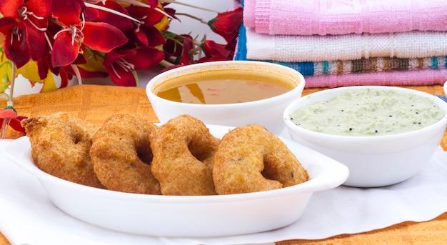 Comida do sul da índia idli vada Foto Premium