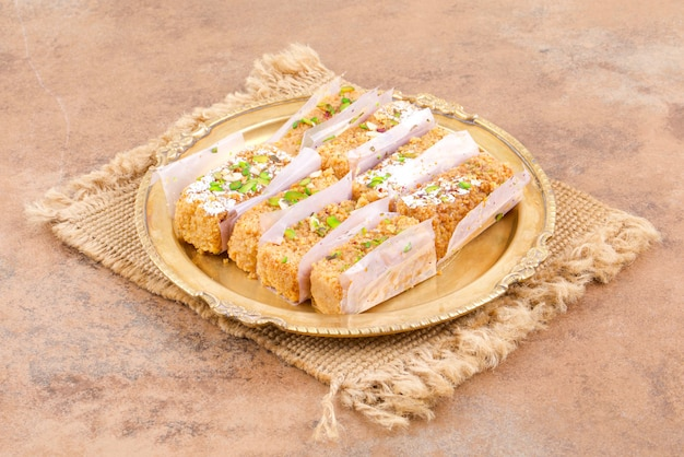Comida doce indiana gulab halwa Foto Premium