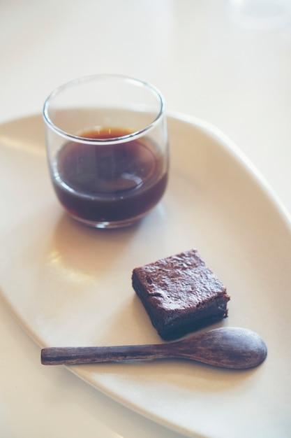 Comida e bebida no café Foto Premium