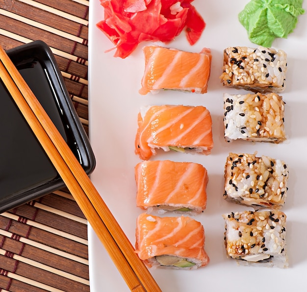 Comida japonesa - sushi e sashimi Foto gratuita
