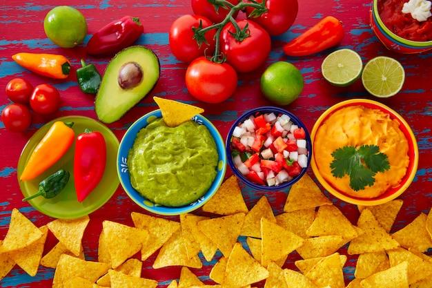 Comida mexicana nachos guacamole pico gallo queijo Foto Premium
