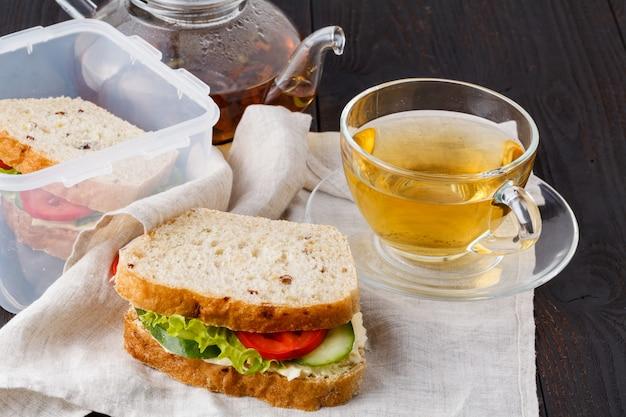 Comida no escritório. almoço saudável para o trabalho Foto Premium