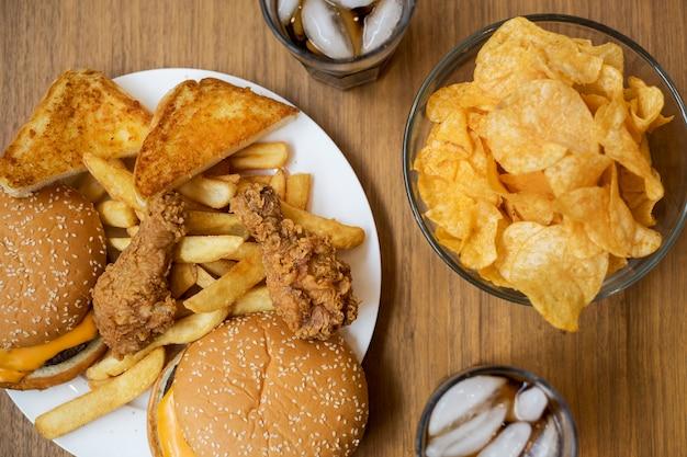 Comida rápida engordativa e insalubre Foto gratuita